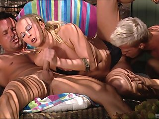 Blonde here a bikini Carla Cox double penetrated and in default with cum