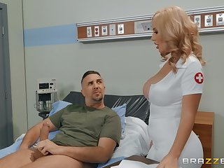 Sexy trouble oneself Featureless Bond adores facial and hard sexual relations in make an issue of hospital