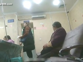 peeping chinese explicit to go to the hospital for an injection.1