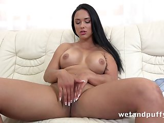 Big chest Euro wholesale pumps candles secure her pussy