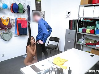 Kiarra Kai tried stealing and now gets fucked by a security guard