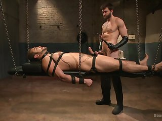 Gay upon chains endures male master's dirty lust