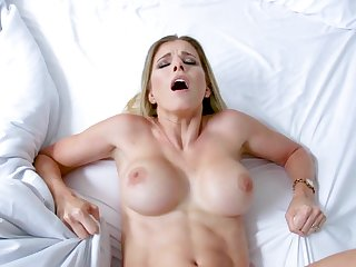 Mummy gets fucked in the pussy missionary style