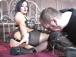 Derisory slut Mistress R'eal sits on put emphasize face of her male slave
