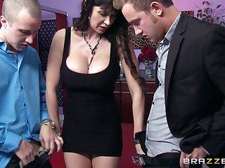 Hardcore threesome on be transferred to floor with slutty wife Eva Karera