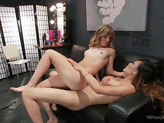 Ladyboy Venus Lux can't depend everywhere fuck pretty blonde Mona Wales