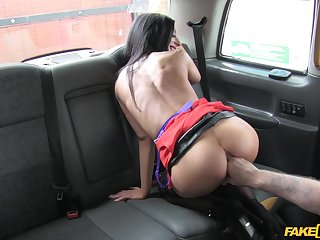 Ride foreigner work with the fake taxi takes a sexual turn