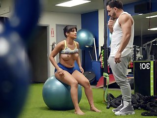 Fit woman tries a bit of sexual fun with her dissimilar crammer