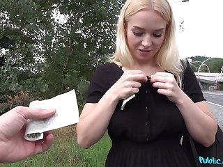 Teenager gets paid in favour cash for a nice POV shag in excess of cam