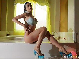 Kinky girlfriend Jewelz Blu verge on fucked yon mouth and juicy pussy