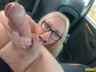 Blonde beauty works the cab driver's cock in exchange be expeditious for the tarif