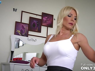 Fantastic nympho Tiffany Rousso great blowjob skills - by