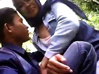 indonesian- cewek jilbab tudung ciuman dan pamer susu