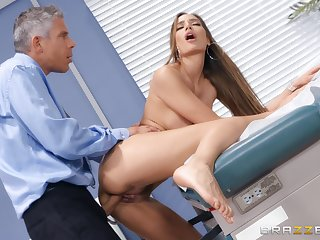 Doctor does giant things to Desiree Dulce's astonishing pussy