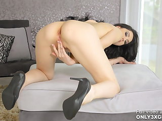 Tall pinup Meri Kris making out with her huge dildo by