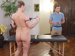 Big boob MILF Ryan Keely wants helter-skelter drain her masseur's stuff and nonsense
