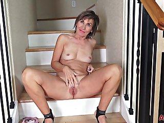 Nice mature Lillian Tesh Embrocate