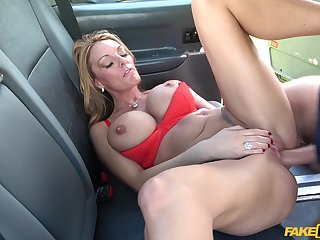 Big-chested bimbo Stacey Saran fucks her taxicab driver