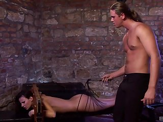 Robust dude slides his generous gumshoe in mouth and pussy of Claudia Rossi