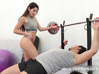 Into the bargain naughty sporty chick Vinna Reed gives gym buddy a ride on climax
