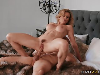 Hot cougar rides fast and craves for sperm on tits