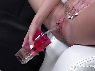 Dirty shrew with for detail titties Vinna Reed is ready to white lightning her own urine