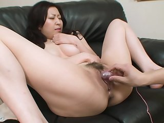 Hairy pussy oriental cooky is pleasured