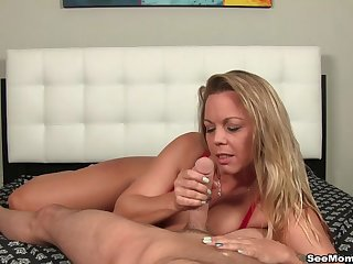 Mature offers impeccable blowjob not later than audition