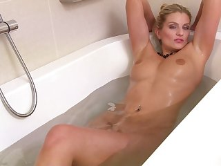 Provocative cougar Samantha Snow takes off her underthings less masturbate